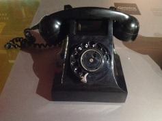 3.1477131140.bakelieten-telefoon