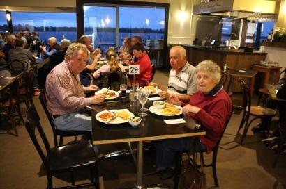 Uit eten in Metumg met Hans en Jenny
