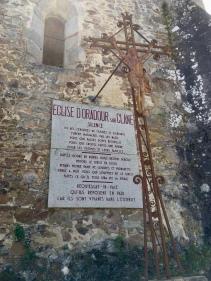 Gedenkplaat op de kerk