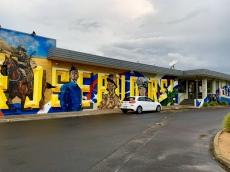 Muurschildering op het gebouw van de RSL
