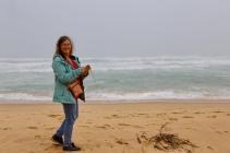 Margareth op het strand bij lakes Entrance