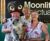 Anne, Frans en Margareth met koala Vincent