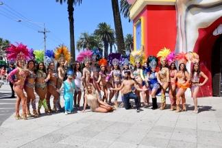 Zuid Amerikaanse dansers voor het Luna Park