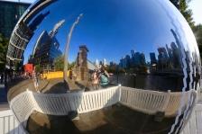 Frans en Margareth weerspiegelt in een zilveren bol