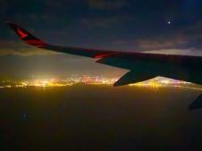 Uitzicht over de voorstad van Hongkong, net voor de landing