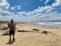 Frans op het strand van Mallacoota