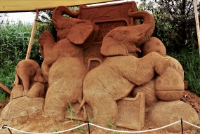 Zandsculptuur olifanten